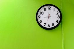Clock showing 9:00 o'clock