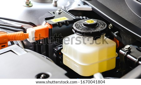 Close up bottle or tank of brake liquid and clutch fluid. Car maintenance and check the level of brake and clutch fluid. Car repair and Car maintenance concept. Foto stock ©