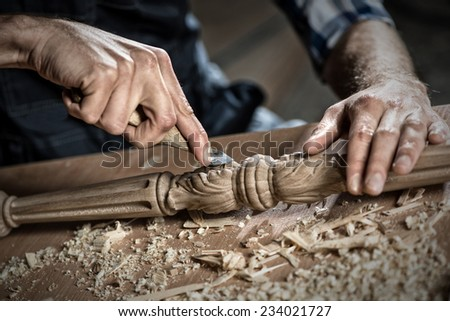 Close up carpenter\'s hands that work with cutter
