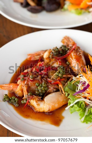 close up Fried shrimp in pepper and garlic sauce - stock photo