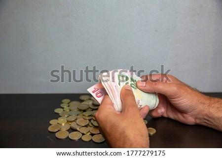 close up hand holding money Stok fotoğraf ©