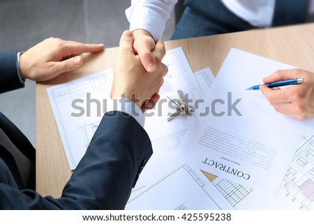 Close-up image of a firm handshake between two colleagues after signing a contract Foto stock ©