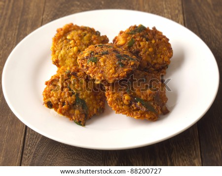 close up of a plate of masala vada