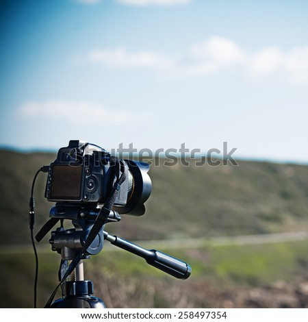 close up of a reflex camera on a tripod