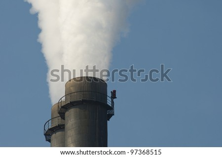 Close up of a smoke pipe of a heat and power plant against blue sky,  Nahaufnahme vom Schornstein eines Wärme und Heizkraftwerkes vor blauem Himmel