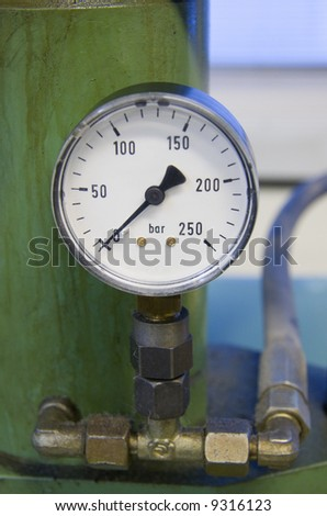 Close-up of an old hydraulic pressure gauge
