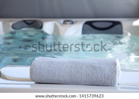 close-up of bath towel placed on the edge of a therapeutic spa Photo stock ©