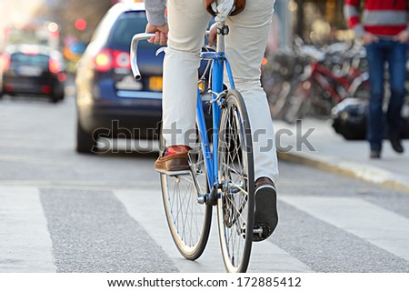Close up of bike and bicyclist