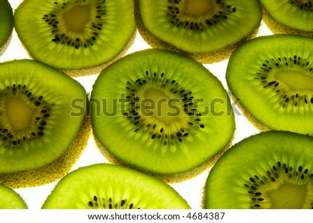 Close up of colorful kiwi fruit slices.