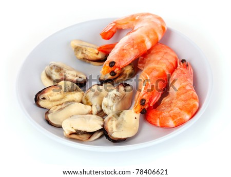 close up of fresh boiled mussels and shrimps isolated on white background