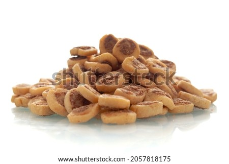 Close-up of freshly baked simple Bhakar Badi traditionally authentic Rajasthani cookies or biscuits (snacks), Indian spicy snacks (Namkeen), in a pile or heap, isolated over white background Zdjęcia stock ©