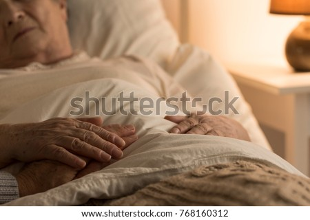 Close-up of hand of a senior on the hand of dying elderly person as a sign of support during sickness Foto stock ©