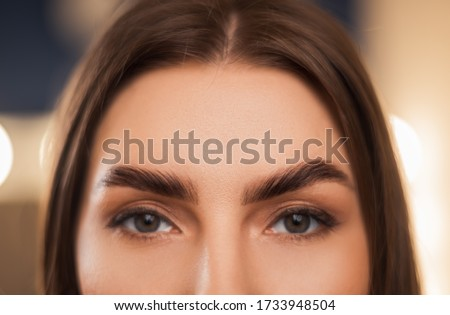 Close-up of laminated and stained eyebrows. Eyebrow Care Trend. Laminating and Extension for Lashes. Beauty Model with Long Eyelashes and Brows. Zdjęcia stock ©