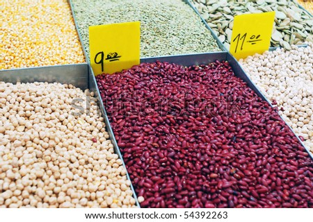 Close up of peas and kidney beans on market stand