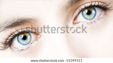 close up of the eyes of a pretty young girl