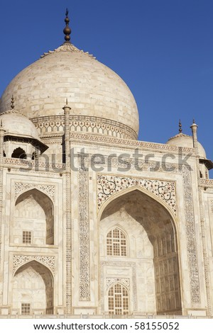 Close up of the Taj Mahal dome and archway.