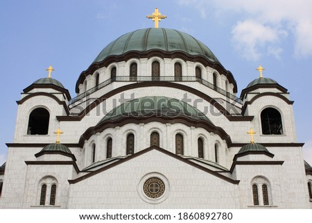 Close-up of the upper part of the facade of the Serbian Orthodox Church of Saint Sava in Belgrade, Serbia Foto d'archivio ©