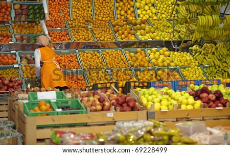 close up of various fruits in a supermarket