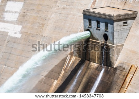 Close up of water jets released at O'Shaughnessy Dam from Hetch Hetchy Reservoir in Yosemite National Park;  One of the main sources of drinking water for San Francisco Bay, California Zdjęcia stock ©