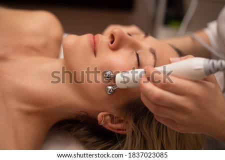 Close-up Of Woman Getting Facial Hydro Microdermabrasion Peeling Treatment At Cosmetic Beauty Spa Clinic. Hydra Vacuum Cleaner. Exfoliation, Rejuvenation And Hydratation. Cosmetology. Face Skin Care. Сток-фото ©