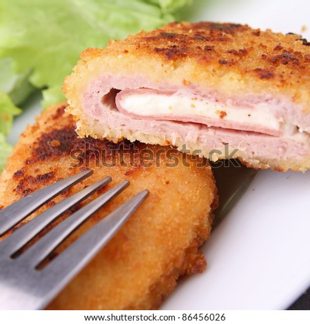 close up on fried cordon blue