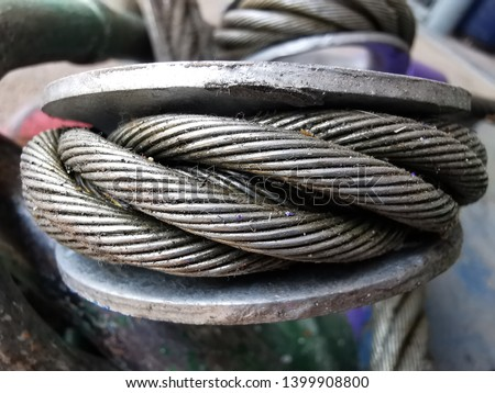 Close up on Wire rope sling surface. Lifting gear and equipment in heavy industrial. Selected macro focus on the object. Foto d'archivio ©