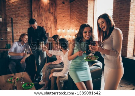 Photo of Close up photo friendly event six company buddies telephone look pictures she her ladies he him his guys wineglasses golden wine beverage wear dresses shirts formalwear sit sofa loft room indoors