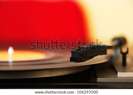 Close up photo of a stylus on a vinyl LP record