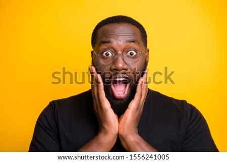 Close up photo of crazy screaming stupor black man in t-shirt expressing astonishment on face isolated bright color yellow background Photo stock ©
