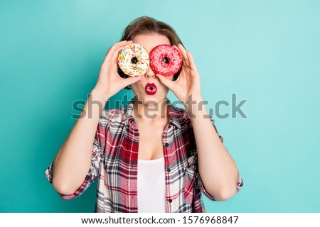 Close up photo of crazy teen girl hold two donuts make binoculars watch neighbors impressed information scream wow omg wear stylish clothes isolated over turquoise color background