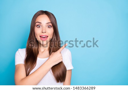 Close up photo of impressed lady showing recommendation scream unbelievable wearing white t-shirt isolated over blue background