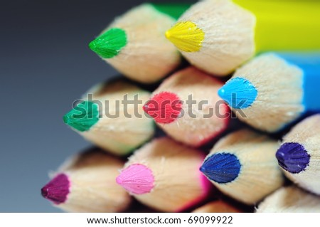 close-up picture of multicolor pencils