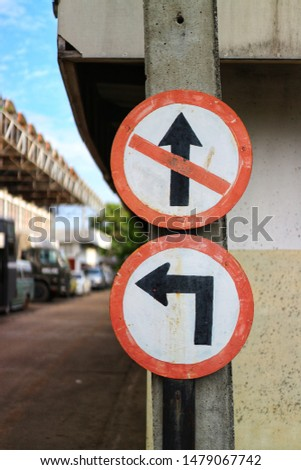 Close-up pictures, direct signs, and traffic signs, background, city streets