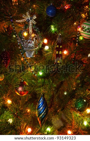 Close up pictures of the Christmas tree with ornaments