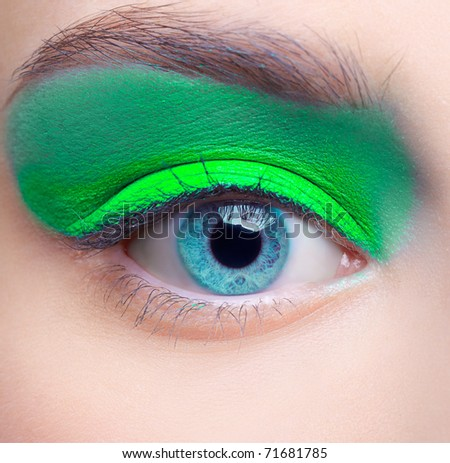 Lifestyle - Pagina 4 Stock-photo-close-up-portrait-of-beautiful-girl-s-eye-zone-make-up-with-blue-eye-shadows-71681785