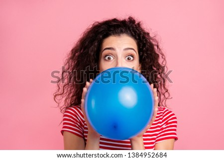Close-up portrait of her she nice-looking attractive lovely winsome funny wavy-haired lady blowing blue ball festal event occasion isolated over pink pastel background Foto stock ©
