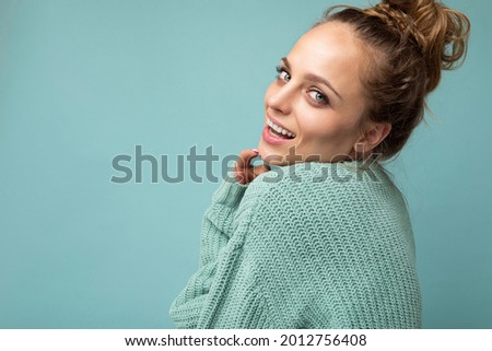 Close-up portrait of nice-looking attractive lovely lovable pretty cute winsome gorgeous cheerful cheery wavy-haired blonde woman isolated on pastel color background wearing stylish clothes Photo stock ©