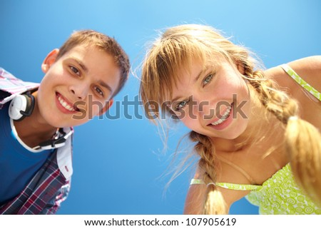 Close-up portrait of smiling teenagers looking at the camera