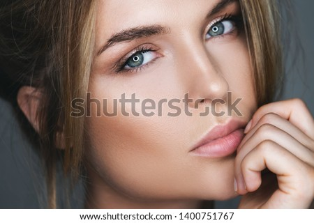 Close-up portrait of stunning woman with natural makeup