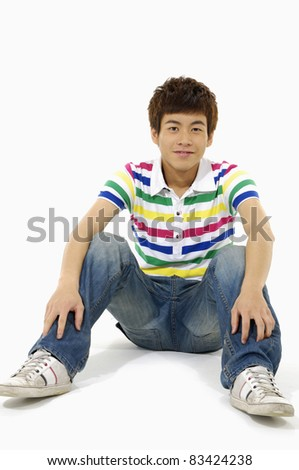 Close up relaxed man sitting on the floor