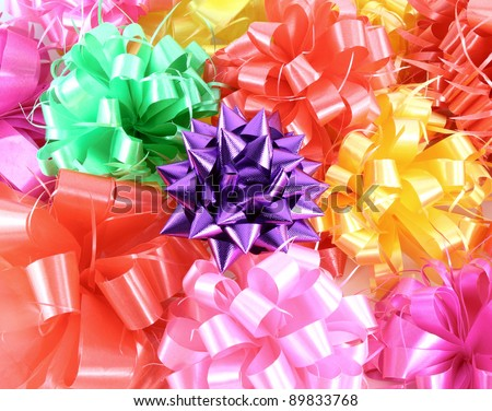 Close-up ribbon gift bow (red, pink, violet, yellow, green)