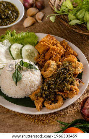 Close Up Shoot A Set of green chili fried squid with indonesian Spicies or A set of 'Cumi Goreng Sambal Hijau '. Cumi Goreng Sambal Hijau is Indonesian cuisine.  Stock fotó ©