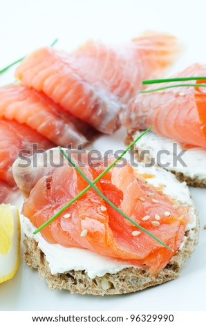 Close up smoked salmon canapes with cream cheese chives for Smoked salmon cream cheese canape