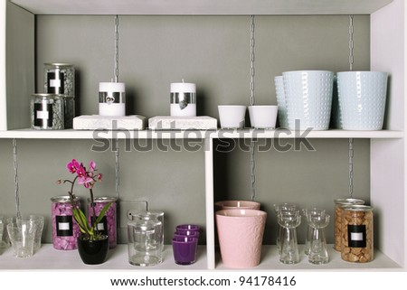 Close-up store shelves with a different product. Flower pots, flowers, vsechi, podstvaki, decorative objects and interior.