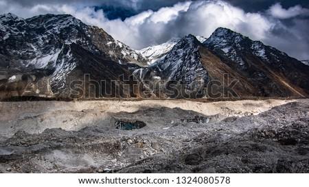 Close up view of on Khumbu Glacier and Kongma La pass in the background.  Sagarmatha (Everest) National Park, Nepal. Stok fotoğraf ©