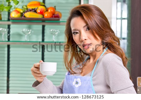 Close up woman preparing materail for do her food in the kitchen