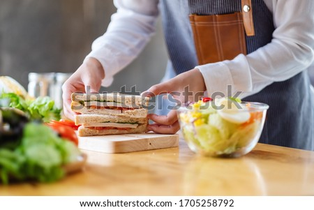 Closeup image of a chef cooking whole wheat sandwich and vegetables salad in kitchen Foto stock ©