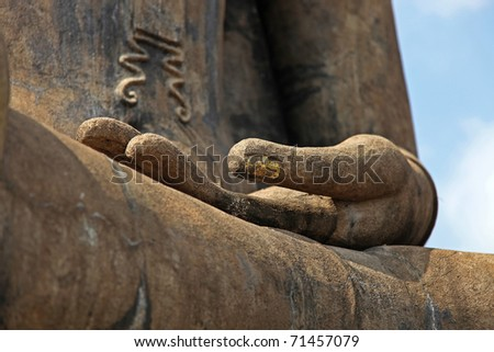 http://image.shutterstock.com/display_pic_with_logo/602917/602917,1297910335,1/stock-photo-closeup-of-a-buddha-statue-s-open-hand-71457079.jpg