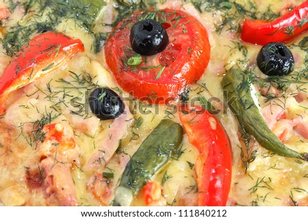 Closeup of freshness pizza with black olives, tomatoes and other ingredients