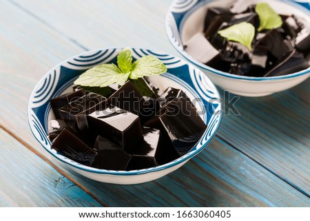 Closeup of traditional Chinese herb food Guiling Jelly. Guilinggao, a traditional Chinese Herb-Made Dessert. Foto stock ©